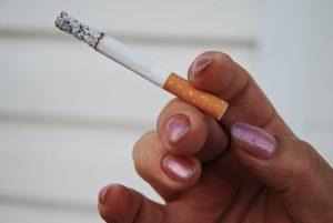 сигарета в руке