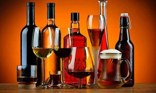 Крепкие алкогольные напитки могут стать причиной обесцвечивания мочи