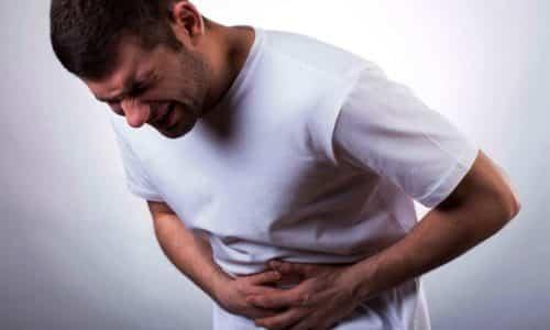 Развитие патологического состояния сопровождается болезненными ощущениями внизу живота
