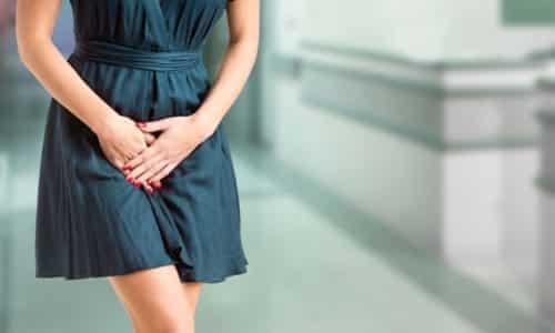 Цистит с кровью возникает у женщин в результате острого инфекционного воспалительного процесса