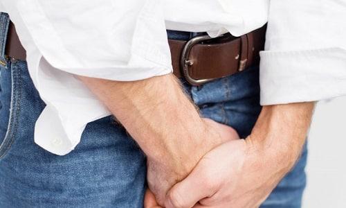 Причиной появления крови при цистите у мужчин может быть воспаление предстательной железы
