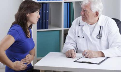 Визит к специалисту необходим в случае, когда необычный оттенок мочи сопровождается недомоганием