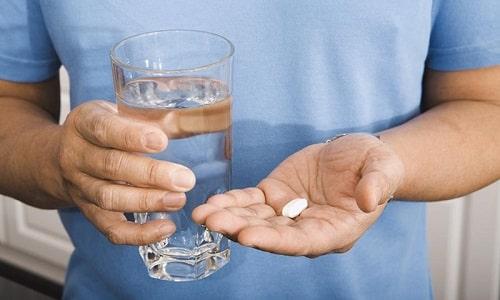 Лечение жжения при мочеиспускании предполагает прием противовоспалительных и антибактериальных средств