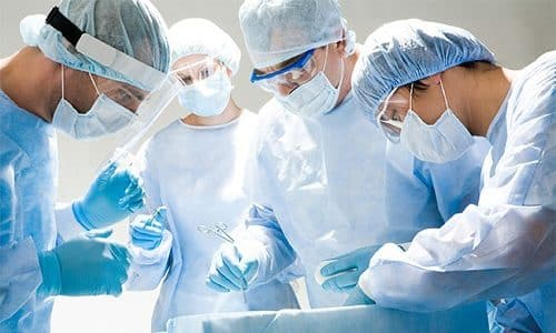 Хирургические вмешательства проводят в крайних случаях, если у детей выявляют камни или опухоли