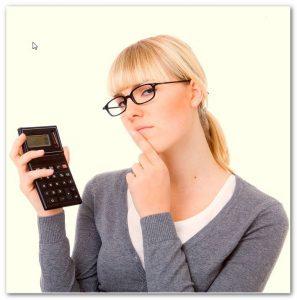 девушка с калькулятором