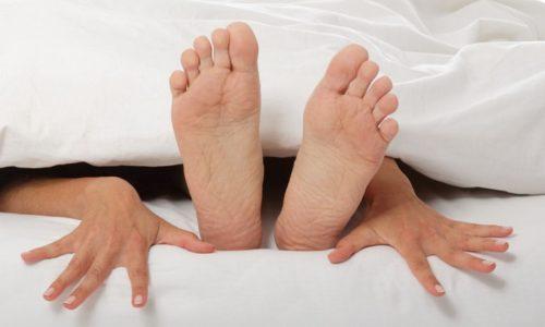 Изменение окраски появляется и при всевозможных повреждениях внутренних половых органов и влагалища, которое может произойти во время слишком интенсивного секса