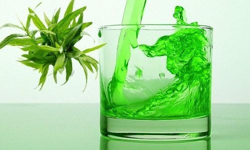 Тархун - один из популярных напитков, который способен придать моче зеленоватый оттенок