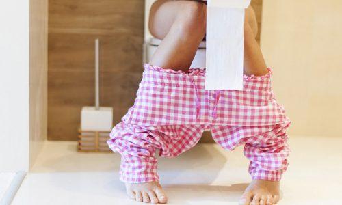 Острая форма цистита начинается внезапно. Первыми признаками болезни являются частые позывы в туалет