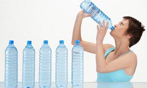 Самая частая причина потери цвета — употребление большого количества воды